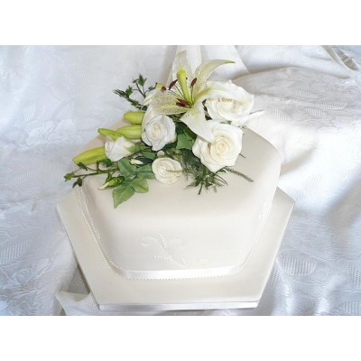 Simple but stunning white cake with white flowers