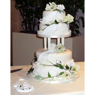 Large Wedding Cake With Four Tiers And Pillars