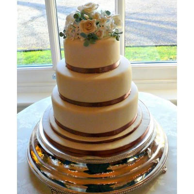 Elegant three tier wedding cake