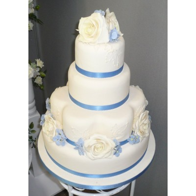 4 tier cake with piped detail to sides