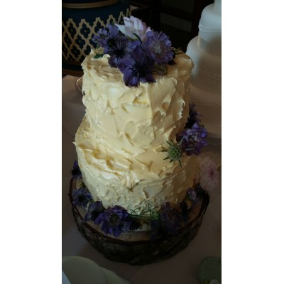 Rustic Cake with fresh country flowers