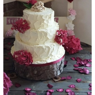 Rustic cake with hydrangeas