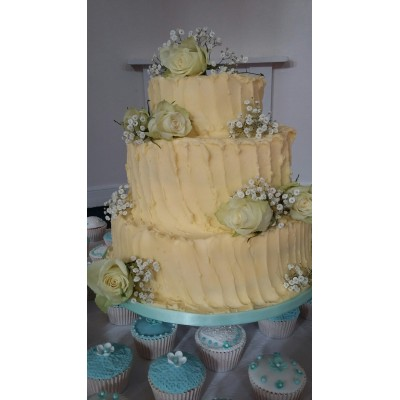 Rustic cake and cup cakes