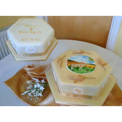 Cream coloured cake with farmyard scene